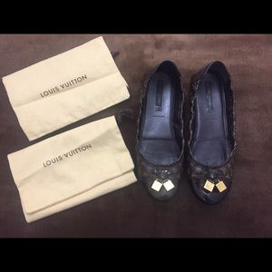 Authentic LOUIS VUITTON Flat Shoes. Size 37.5